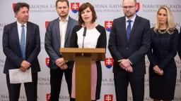 Opozícia hrozí Ficovi odvolaním, musí splniť tri podmienky
