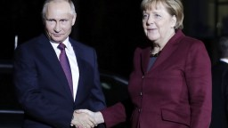 Putin s Merkelovou vyzývajú na ukončenie bojov v Donbase