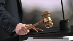 Policajt šoférujúci pod vplyvom alkoholu stál pred súdom