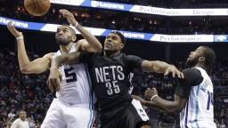 NBA: Hráči Charlotte ukončili sériu prehier, Harden žiaril