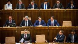 Rokovanie parlamentu o mimoriadnej správe ombudsmanky aj o hodine otázok