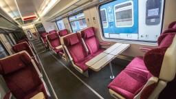 Vo vlakoch pribudnú tisícky návodov, čo robiť s extrémistami
