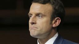 Popularitu Le Penovej naštrbil škandál, na Macrona by nestačila