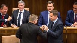 Fico bude čeliť odvolaniu, opozícia odovzdala svoj návrh