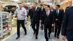 Fico navštívil žilinské závody, diskutoval aj o dostavbe diaľníc