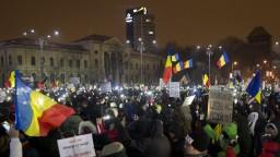 Rumuni chcú odvolanie kabinetu, protesty pokračujú