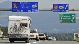 Diaľničné známky v Rakúsku budú elektronické aj papierové