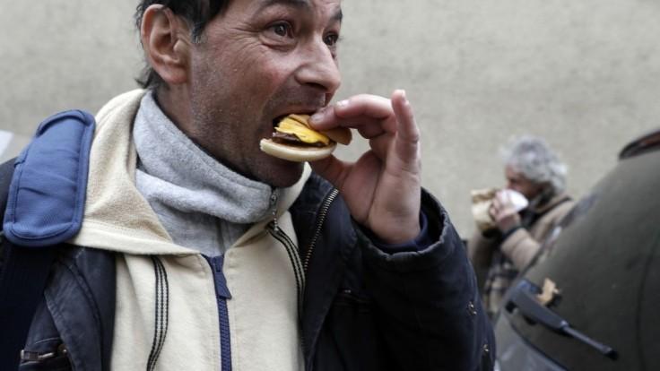 Aktivistovi zakázali pomáhať bezdomovcom. Vraj ich môže ohroziť