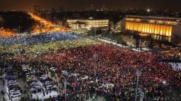 Rumunsko usporiada referendum o boji s korupciou, rozhodol parlament