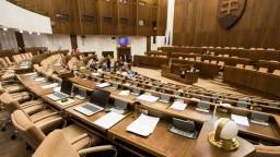 Rokovanie parlamentu: VÚC, schránky aj odvolávanie premiéra