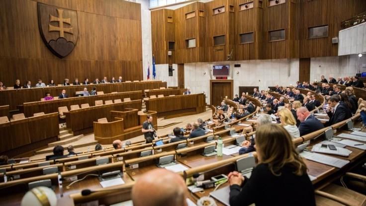 Poslanci predišli problémom u investorov, novelizovali protischránkový zákon
