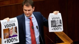 ONLINE: Matovič priniesol do pléna obrázky, odvolávanie Fica sa odkladá