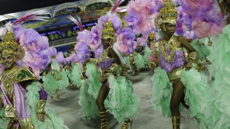 Pred slávnym karnevalom vyslala Brazília do Ria tisíce policajtov