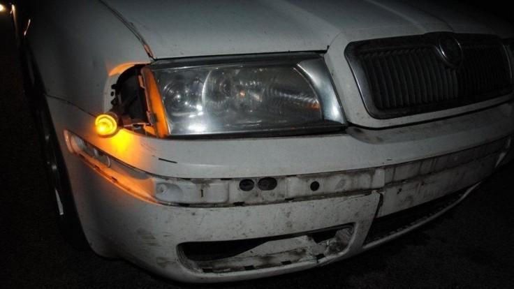 Chodca pri riskantnom prechádzaní cez diaľnicu zrazili tri autá