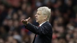 Wenger odmieta špekulácie o konci, v trénovaní bude pokračovať