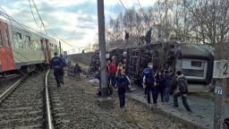 Vykoľajený vlak zabil okoloidúceho, zranili sa desiatky ľudí