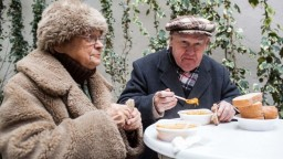 Dôchodky sa budú dorovnávať, tisíce seniorov si prilepšia