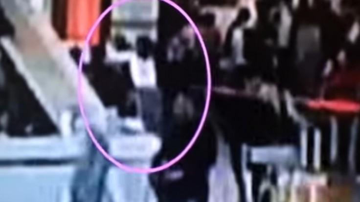 Zaútočili a odkráčali. Ukázali video s údajnou vraždou Kimovho brata