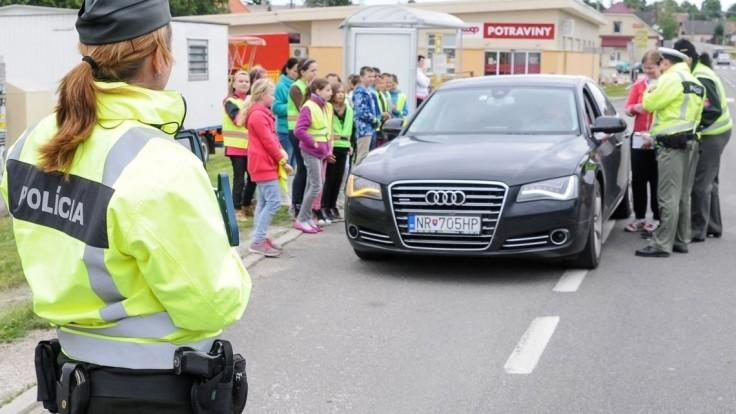 Školákom na západe sa začali prázdniny, polícia avizuje kontroly