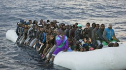 Odsúdili moslimských migrantov, ktorí hodili cez palubu kresťanov