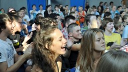 Stredoškoláci si prilepšia, ministerstvo školstva ich motivuje štipendiom
