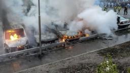 V Štokholme vypukli nepokoje, výtržníci útočili na políciu a rabovali