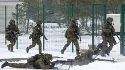 Pozor na ruské sexuálne pasce, varujú vojakov NATO v Pobaltí