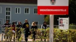 Sobotka chce v Rakúsku menej azylantov, vraj zvyšujú kriminalitu