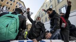 Taliansku hrozí dopravný chaos. Štrajkujú taxikári, majú sa pripojiť ďalší