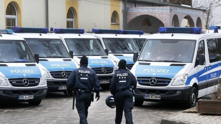 Poplach v nemeckej škole bol falošný, zasiahli desiatky policajtov