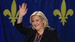 Šance Le Penovej v druhom kole volieb klesli, ukázali prieskumy