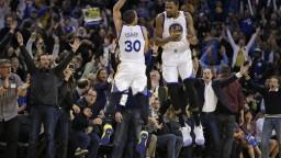 NBA: Curry zariadil víťazstvo Warriors, James s triple-double