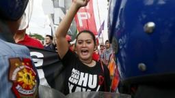 V Manile protestovali proti despotizmu, rozohnali ich vodnými delami