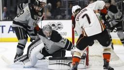 NHL: Quick späť v bránke Kings, Slováci iba medzi náhradníkmi