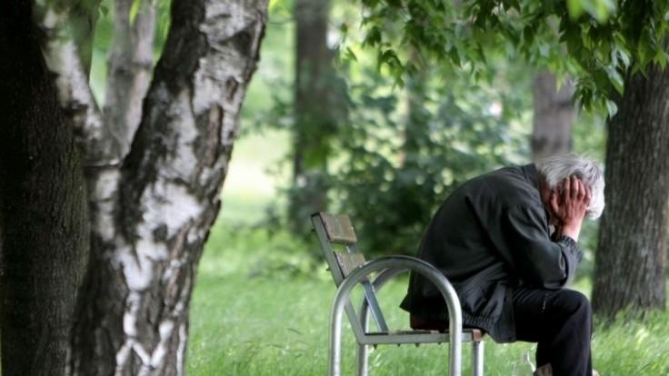 Českých seniorov klamú šmejdi aj naďalej, nepomohol ani prísnejší zákon