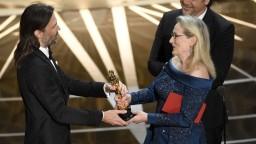 Najlepší film vyhlásili chybne, Oscarov poznačili aj reakcie na Trumpa