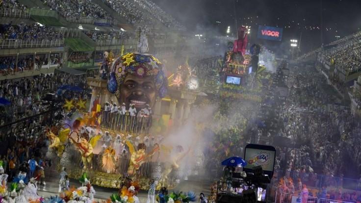 Karnevalový voz v Riu sa vymkol spod kontroly a vrazil do davu
