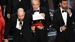 Vinníkom najväčšieho trapasu na Oscaroch bol asistent zaujatý herečkou