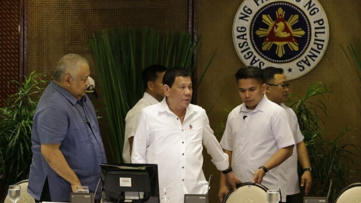 Prezident sa ospravedlnil za smrť rukojemníka, proti extrémistom armáda zakročila