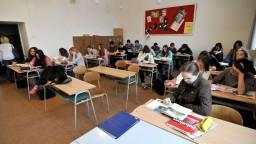Študenti sa s extrémizmom stretávajú priamo na školách, potvrdil prieskum