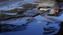 Zrekonštruovaná cesta v Štiavniku sa rozpadáva, žiadajú jej opravu