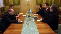 Fico diskutoval s mimovládkami, pomôžu v boji proti korupcii