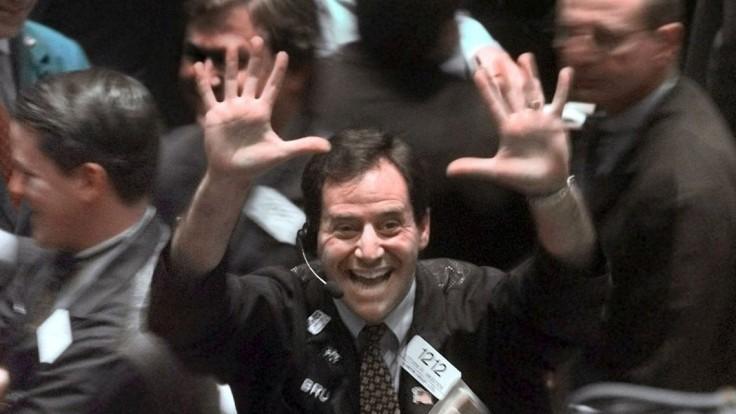 Dow Jones sa prvýkrát v histórii dostal nad hranicu 21-tisíc bodov