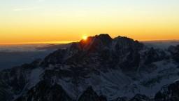 V slovenských horách naďalej pretrváva lavínové nebezpečenstvo