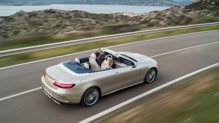 """Mercedes už myslí na leto, """"Éčkový"""" kabriolet sa podaril"""