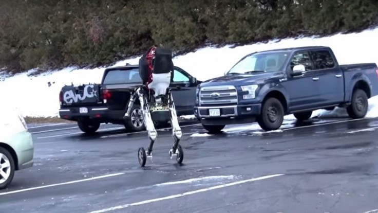Znepokojujúci robot má kolesá aj nohy a schopnosti ako športovec