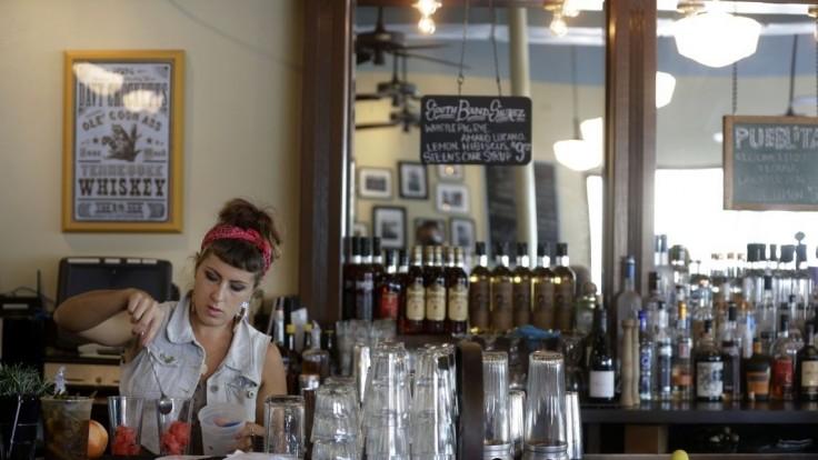 Skupina 120 oslavujúcich Rumunov utiekla z reštaurácie bez platenia