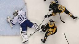 NHL: Tatar pomohol gólom k bodu, Budajovi debut nevyšiel