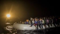 Taliani zachránili vyše tisíc migrantov, smerovali do Európy