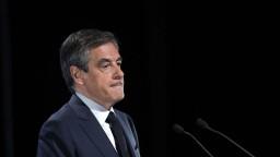 Fillon sa napriek tlakom na odstúpenie nevzdáva, v kampani chce pokračovať